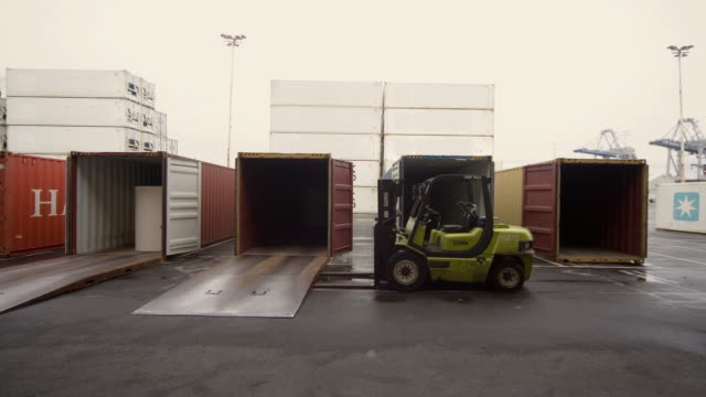 tl ws straddle carriers unloading container ship at night at fergusson terminal at ports of auckland/ auckland, new zealand  - forklift truck stock videos and b-roll footage
