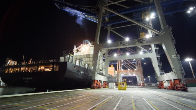 tl ws straddle carriers unloading container ship at night at fergusson terminal at ports of auckland/ auckland, new zealand  - straddle carrier stock videos & royalty-free footage