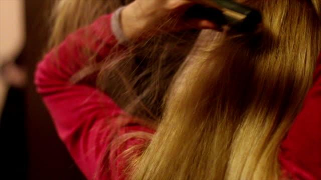 ストレートの髪 - 整理ダンス点の映像素材/bロール