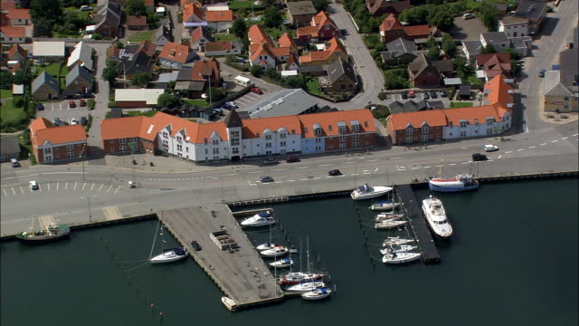 strandby - luftbild - nord dänemark, frederikshavn kommune, dänemark - kommune stock-videos und b-roll-filmmaterial