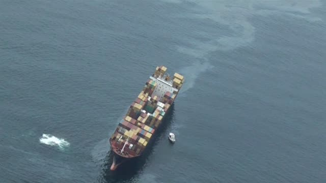 vídeos de stock, filmes e b-roll de stranded container ship off new zealand issued a mayday tuesday after rupturing a fuel tank in heavy seas, and spewing up to 350 tonnes of oil in a... - generation z