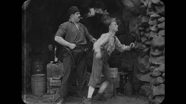 1916 stranded man is kidnapped by smugglers - 1916年点の映像素材/bロール