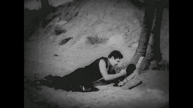 stranded man (douglas fairbanks) vows to seek revenge on the pirates who murdered his father - 無人島点の映像素材/bロール
