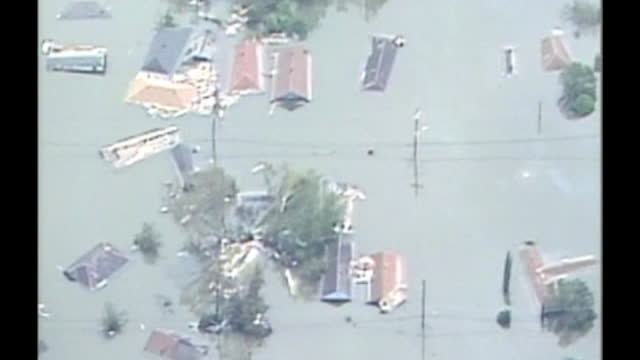 wgno stranded people during hurricane katrina in new orleans on august 29 2005 in new orleans louisiana - levee stock videos & royalty-free footage
