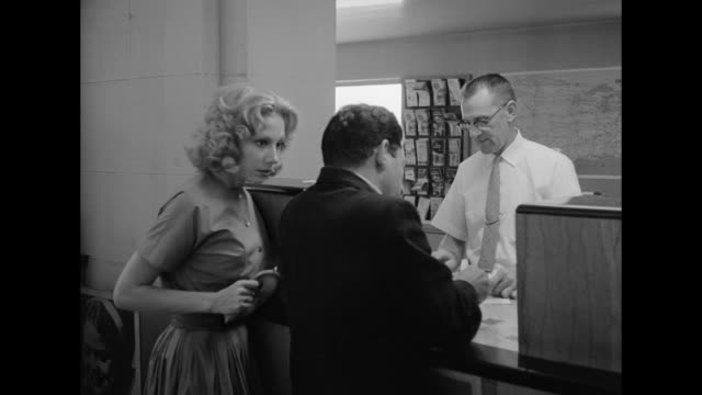 vidéos et rushes de 1962 strangely, a woman at a bus station is unheard and unseen when trying to purchase a ticket - invisible