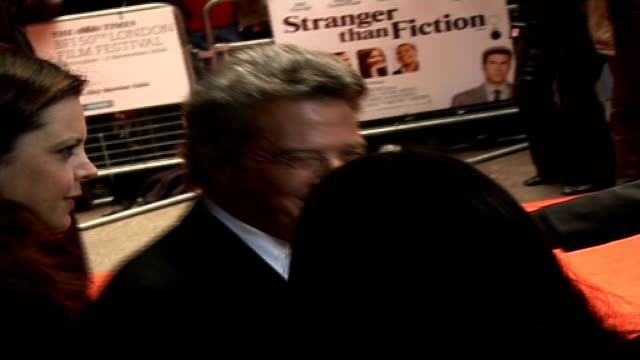 'stranger than fiction' film premiere arrivals and interviews general views of hoffman speaking to press / hoffman posing with wife lisa gottsegen... - wrap dress stock videos and b-roll footage