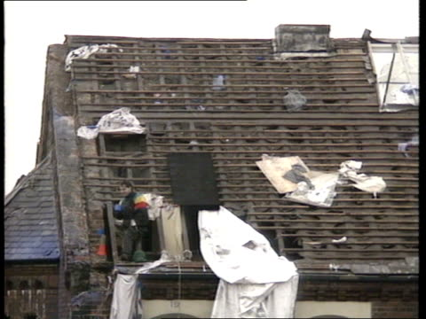 day 10; england: manchester: strangeways prison prisoner with mug in hand on roof: ian lockwood prison spokesman making statement: - hm prison manchester stock videos & royalty-free footage