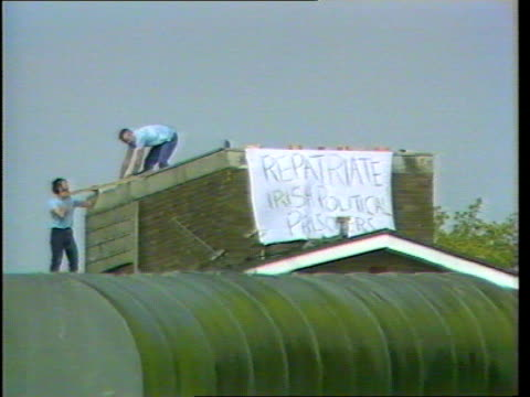 background ext ls prisoners on roof with 'repatriate ira political prisoners' tx - hm prison manchester stock videos & royalty-free footage