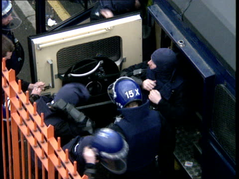 strangeways prison riot: day 2; england: manchester: strangeways prison: police heli over as siren heard: prisoners with faces covered on roof:... - hm prison manchester stock videos & royalty-free footage