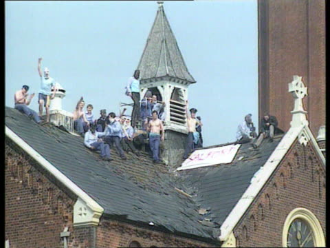 prison officers conference f'back prison rioters on roof of strangeways prison - hm prison manchester stock videos & royalty-free footage