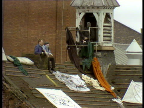 prisoners continue siege; live two way intvw colin baker & showing live pictures of prisoners on roof of strangeways prison; police at gates of... - hm prison manchester stock videos & royalty-free footage