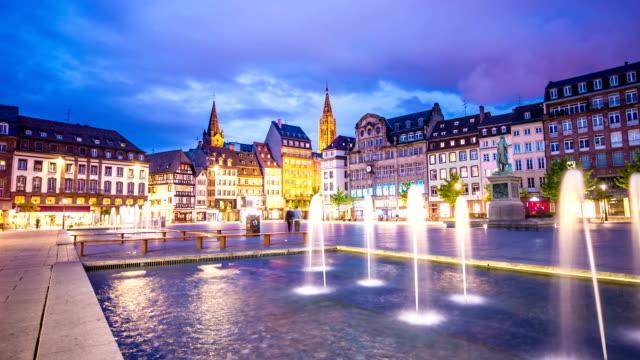 vídeos de stock e filmes b-roll de estrasburgo à noite - estrasburgo