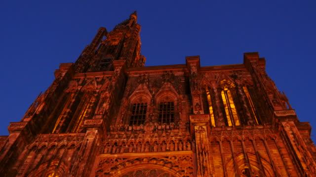 vídeos de stock e filmes b-roll de strasbourg cathedral, notre dame cathedral, gothic church facade, strasbourg, alsace, france - estrasburgo