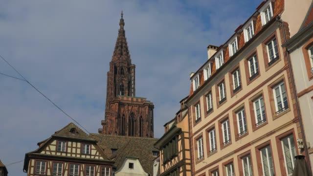 stockvideo's en b-roll-footage met strasbourg cathedral,grande ile, unesco world heritage site, strasbourg, alsace, grand est, france, europe - rond de 15e eeuw