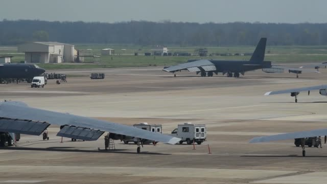 stratofortresses take off from barksdale air force base louisiana - louisiana stock-videos und b-roll-filmmaterial