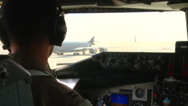 stratotanker crew members from the 340th expeditionary air refueling squadron refuel a b-1b lancer over southern afghanistan in support of operation... - operation enduring freedom stock videos & royalty-free footage