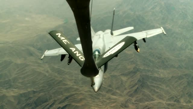 stockvideo's en b-roll-footage met stratotanker from the 340th expeditionary air refueling squadron air refuel f/a-18c hornets over the skies of afghanistan in support of operation... - operation enduring freedom