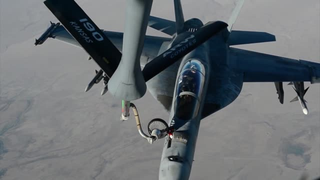 stratotanker refuels f18s prior to strike operations in syria sept 23 2014 these aircraft were part of the second coalition strike package to strike... - luftangriff stock-videos und b-roll-filmmaterial