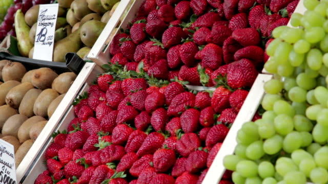 strawberries for sale on the market - local produce stock videos & royalty-free footage