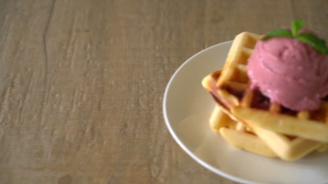 strawberry icecream with waffle