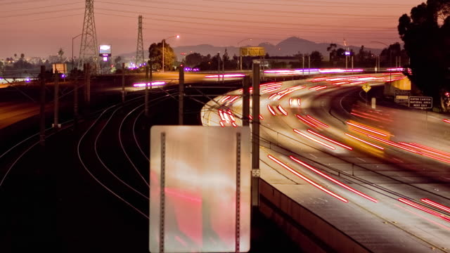 ws t/l streaking car lights from heavy freeway traffic at night across interstate 210 / sierra madre, california, usa. - sierra madre stock-videos und b-roll-filmmaterial