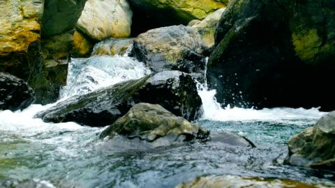 在山中流水 - flowing water 個影片檔及 b 捲影像