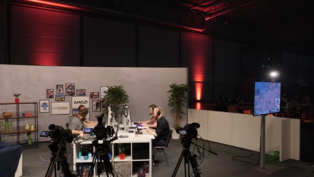 stockvideo's en b-roll-footage met streaming studio during a lan party in the expo area at the dreamhack leipzig digital festival on january 24 2020 in leipzig germany dreamhack... - gokken