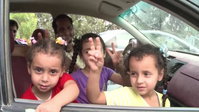 Streams of civilians fled Moamer Kadhafi's besieged home town of Sirte as battles raged on Sunday for the fugitive strongman's bastion and the Red...