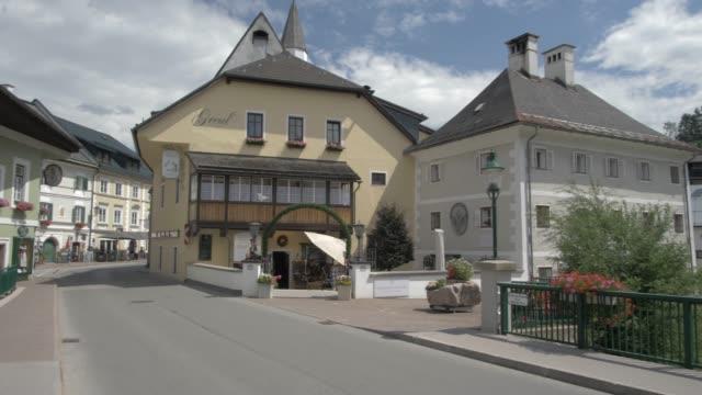 vídeos y material grabado en eventos de stock de street and buildings in bad aussee, styria, austrian alps, austria, europe - figura femenina