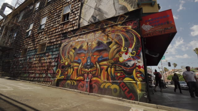 street art (graffiti) in clarion alley, san francisco, usa - san francisco california video stock e b–roll