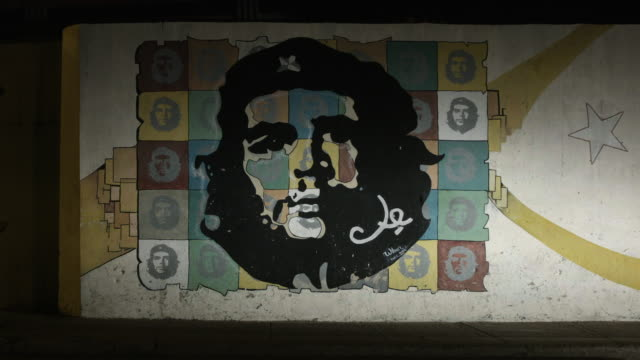 street art of che guevara in cuba at night - painted image stock videos & royalty-free footage