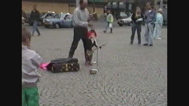 street artist in amsterdam - puppet点の映像素材/bロール