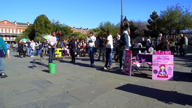street band playing jazz in bourbon street on december 31 in louisiana. bourbon street is the most popular new orleans street is full-on music,... - nicolas lisperguier stock videos & royalty-free footage