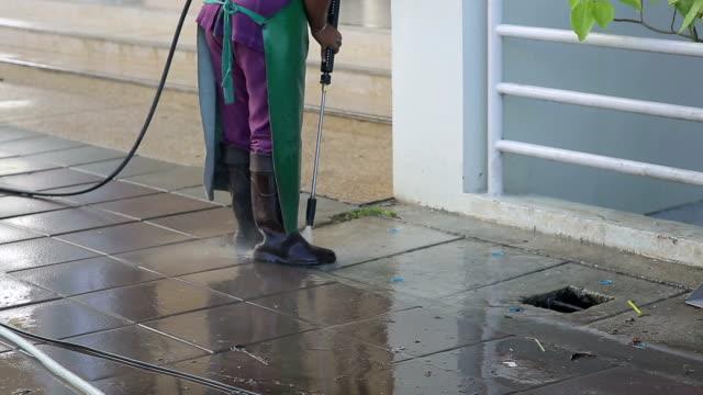 gatan skötsel och rengöring tjänster med vattenmaskin - tvättmedel bildbanksvideor och videomaterial från bakom kulisserna