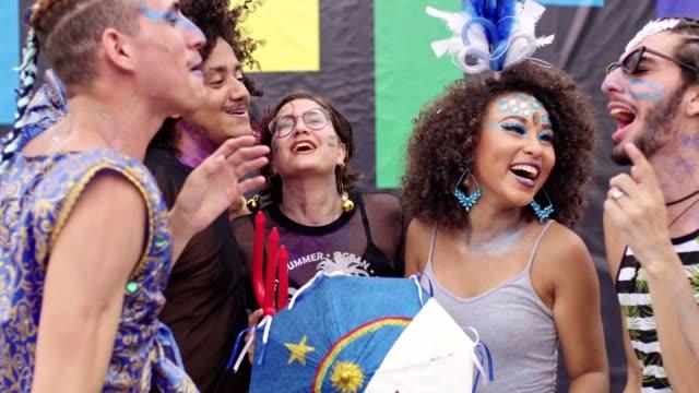 vídeos de stock e filmes b-roll de street carnvial in recife, pernambuco, brazil - vestir se