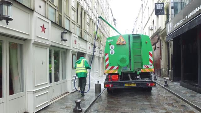 vídeos de stock e filmes b-roll de street cleaning.cleaning services - limpar