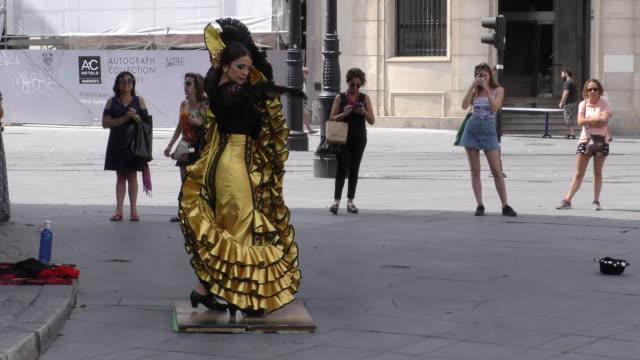 street dancer perform the flamenco, in sevilla, spain, on septembeer 14, 2018. - western european culture stock videos & royalty-free footage