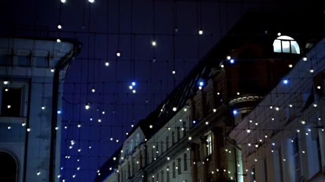 ストリート 夜の装飾 - 飾りつけ点の映像素材/bロール
