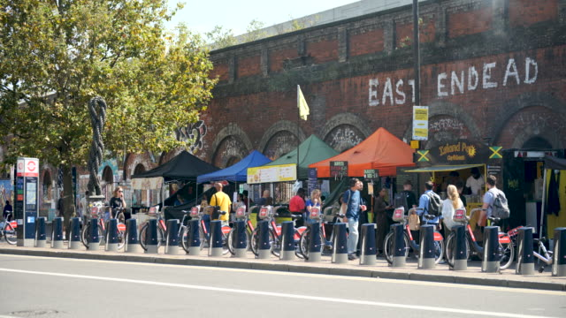 street food market, shoreditch - bicycle stock videos & royalty-free footage