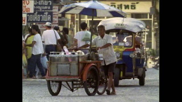 street food sellers in bangkok, thailand in 1989 - bangkok stock-videos und b-roll-filmmaterial