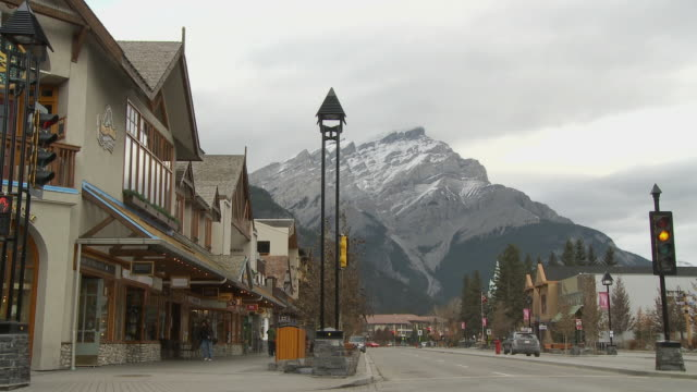 ws street in banff with cascade mountain in background / alberta, canada - banff stock videos & royalty-free footage