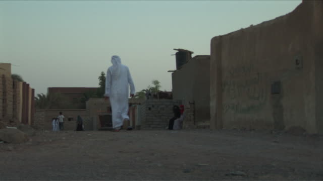 w/s street in dahab, man with tunic and turban, women with traditional clothes - turban stock videos & royalty-free footage