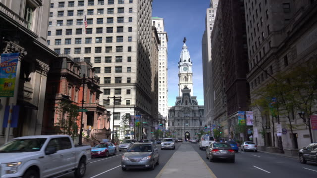 street in downtown philadelphia - philadelphia pennsylvania video stock e b–roll