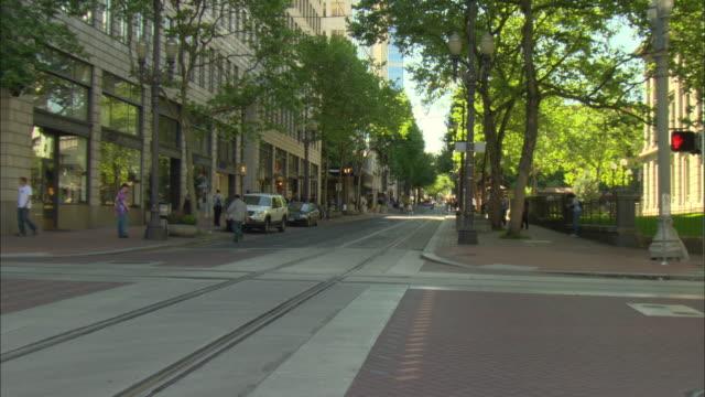 vídeos y material grabado en eventos de stock de ws zi street in downtown portland / oregon, usa - portland oregon