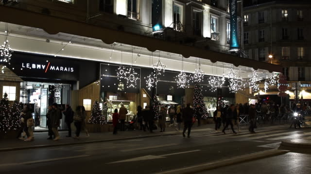 street in front of the department store bhv (bazaar of city hall) with christmas lights - hotel de ville paris stock videos & royalty-free footage