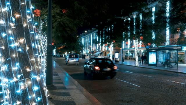 夜のリスボンの街 - 飾りつけ点の映像素材/bロール