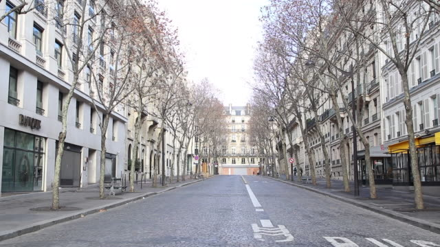 vidéos et rushes de street in paris, without car - paris france