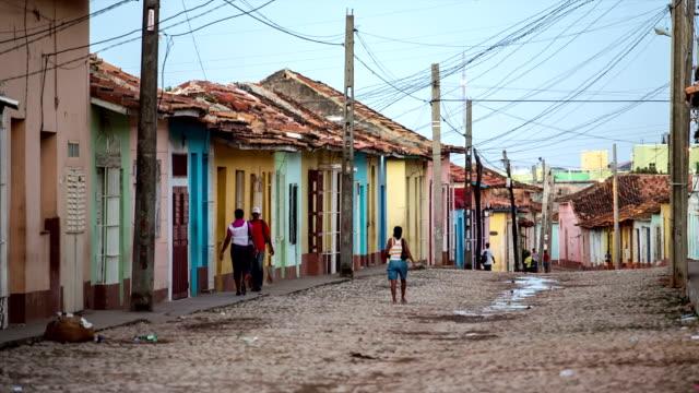 straße in trinidad, kuba - entwicklungsland stock-videos und b-roll-filmmaterial