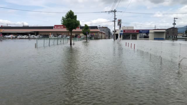 street is covered in floodwater following torrential rain, on july 8, 2020 in kurume, japan. around 60 people are believed to be dead and many... - präfektur fukuoka stock-videos und b-roll-filmmaterial