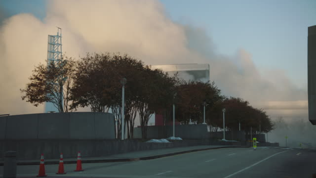 "vidéos et rushes de street level view of workers walking towards the aftermath of the implosion of georgia dome stadium ""georgia world congress center"" on november 20, 2017, in downtown atlanta, georgia. - imploding"